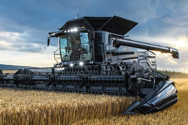 Landtechnik Scharmüller - Vöcklabruck -Die Firma Scharmüller hat bestens ausgebildetes langjähriges Personal, es stehen Ihnen 3 Landmaschinenmeister und Techniker zur Verfügung, auch auf die Lehrlingsausbildung wird großer Wert gelegt.